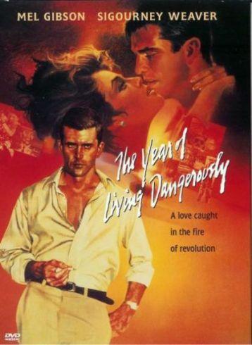 The year of The year of living dangerously (Peter Weir, 1981): Refleja el papel del reportero corresponsal cubriendo un conflicto el extranjero, en este caso, un golpe de estado en Indonesia contra el Gobierno de Sukarno, en la mitad de la década de los 60. Destaca la magnífica banda sonora, obra de Vangelis.
